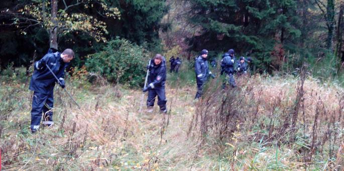 Polizei durchsucht Waldgebiet - Knochenfund