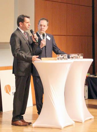 Niedersachsens Verkehrsminister Olaf Lies und Moderator Jens Stachowitz