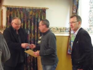 Michael Gaede erhält die Siberne Ehrennadel des VfL